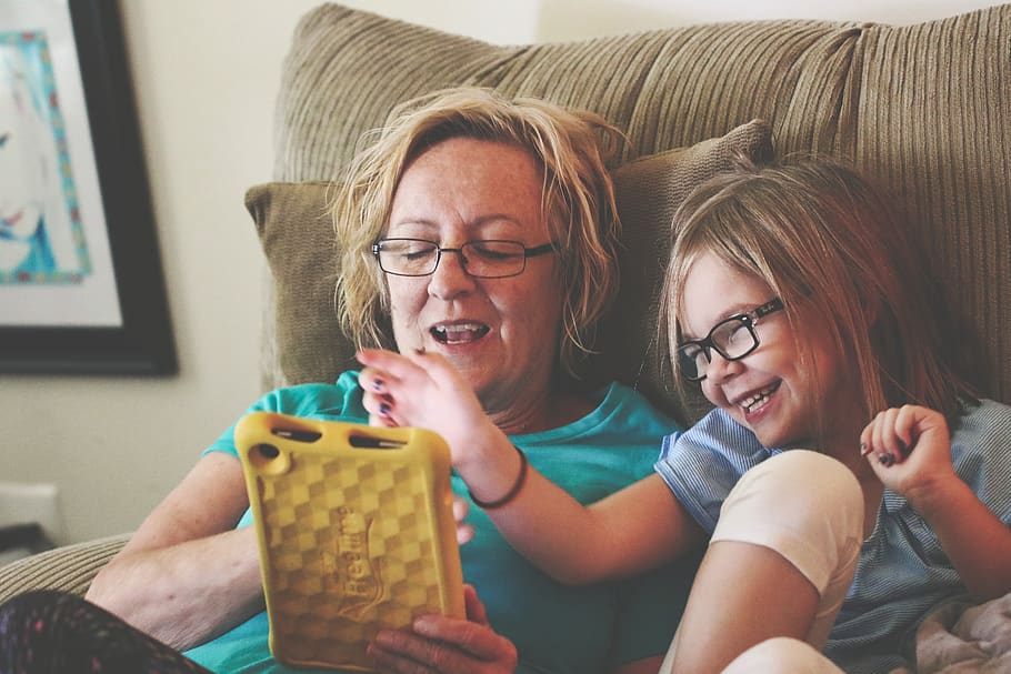 7 Steps to Raise Kids Who are Responsible Tech Users, Set the Example